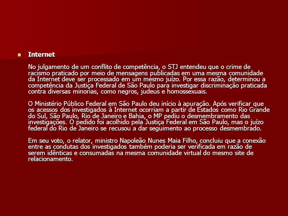Internet No julgamento de um conflito de competência, o STJ entendeu que o crime de racismo praticado por meio de mensagens publicadas em uma mesma comunidade da Internet deve ser processado em um mesmo juízo.