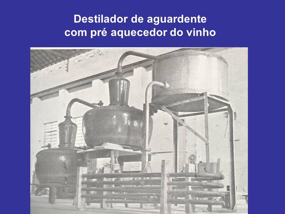 Destilador de aguardente com pré aquecedor do vinho