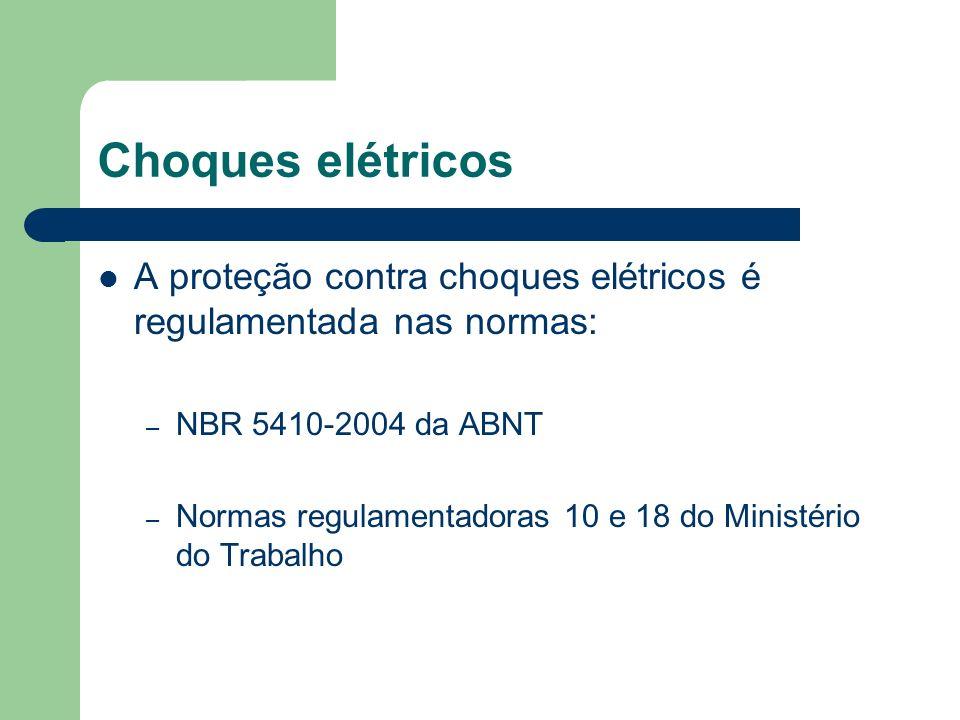 Choques elétricos A proteção contra choques elétricos é regulamentada nas normas: NBR 5410-2004 da ABNT.