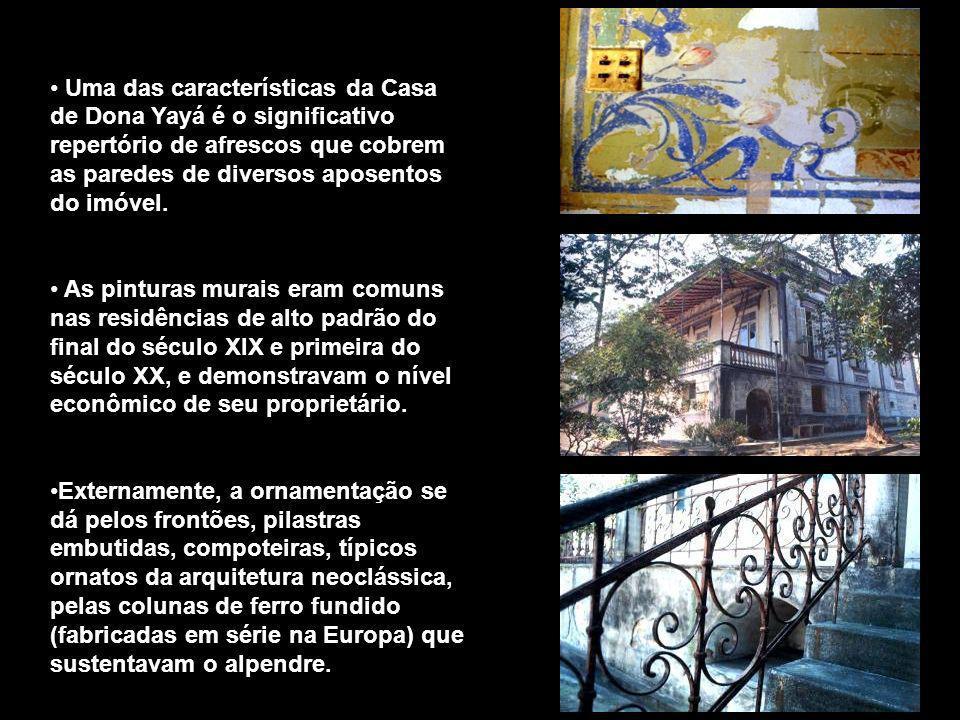 Uma das características da Casa de Dona Yayá é o significativo repertório de afrescos que cobrem as paredes de diversos aposentos do imóvel.