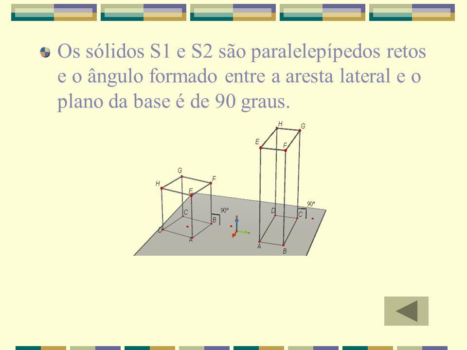 Os sólidos S1 e S2 são paralelepípedos retos e o ângulo formado entre a aresta lateral e o plano da base é de 90 graus.