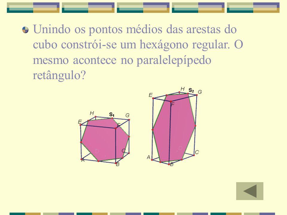 Unindo os pontos médios das arestas do cubo constrói-se um hexágono regular.