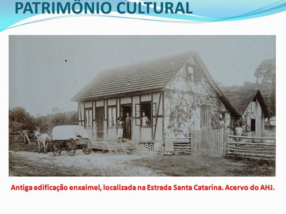 PATRIMÔNIO CULTURAL Antiga edificação enxaimel, localizada na Estrada Santa Catarina.