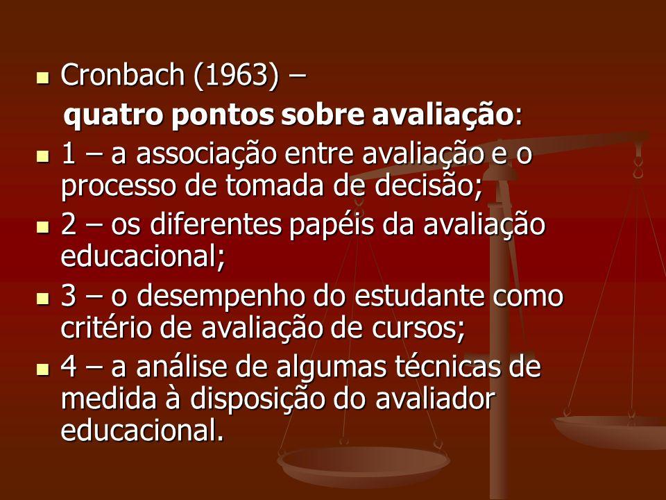 Cronbach (1963) – quatro pontos sobre avaliação: 1 – a associação entre avaliação e o processo de tomada de decisão;