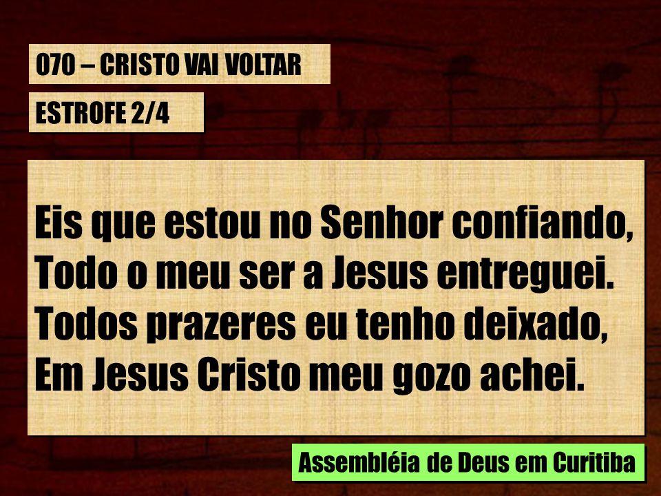 Eis que estou no Senhor confiando, Todo o meu ser a Jesus entreguei.