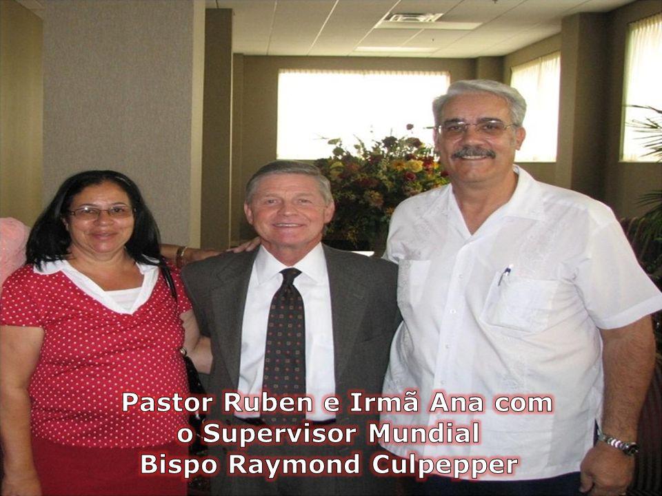 Pastor Ruben e Irmã Ana com o Supervisor Mundial Bispo Raymond Culpepper
