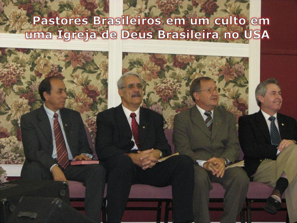 Pastores Brasileiros em um culto em uma Igreja de Deus Brasileira no USA