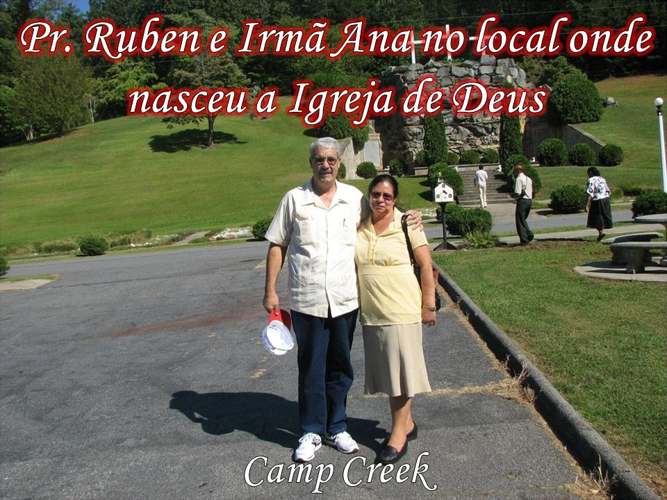 Pr. Ruben e Irmã Ana no local onde nasceu a Igreja de Deus