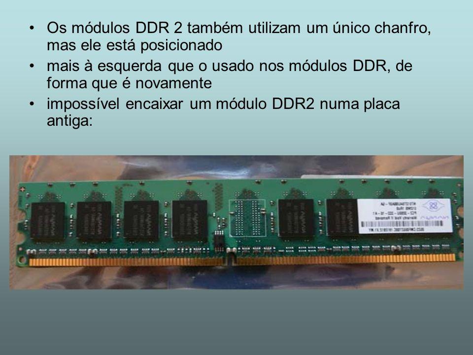 Os módulos DDR 2 também utilizam um único chanfro, mas ele está posicionado