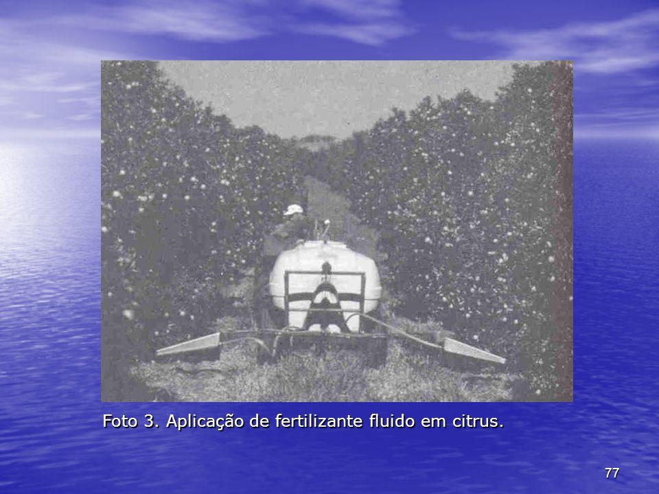 Foto 3. Aplicação de fertilizante fluido em citrus.