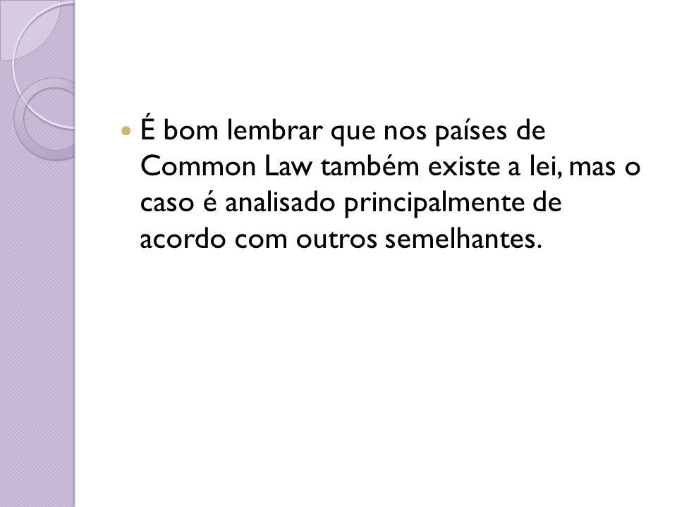 É bom lembrar que nos países de Common Law também existe a lei, mas o caso é analisado principalmente de acordo com outros semelhantes.