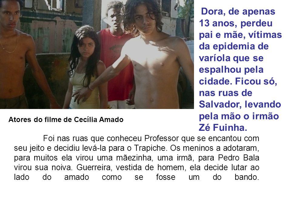 Dora, de apenas 13 anos, perdeu pai e mãe, vítimas da epidemia de varíola que se espalhou pela cidade. Ficou só, nas ruas de Salvador, levando pela mão o irmão Zé Fuinha.