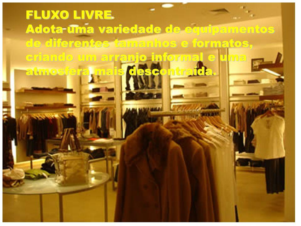 FLUXO LIVREAdota uma variedade de equipamentos de diferentes tamanhos e formatos, criando um arranjo informal e uma atmosfera mais descontraída.
