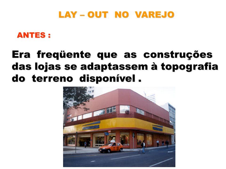 Era freqüente que as construções das lojas se adaptassem à topografia