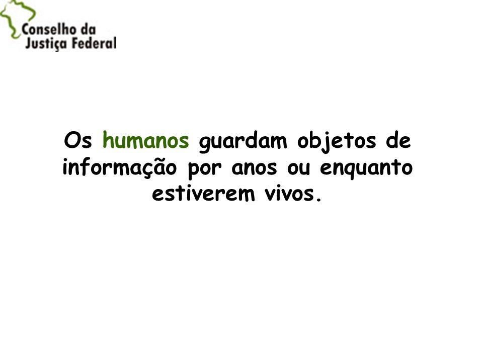 Os humanos guardam objetos de informação por anos ou enquanto estiverem vivos.