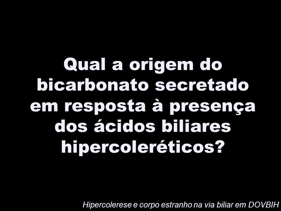 Qual a origem do bicarbonato secretado em resposta à presença dos ácidos biliares hipercoleréticos