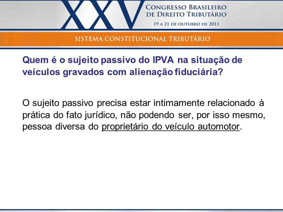 Quem é o sujeito passivo do IPVA na situação de veículos gravados com alienação fiduciária.