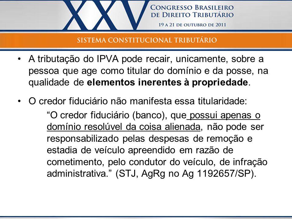 A tributação do IPVA pode recair, unicamente, sobre a pessoa que age como titular do domínio e da posse, na qualidade de elementos inerentes à propriedade.