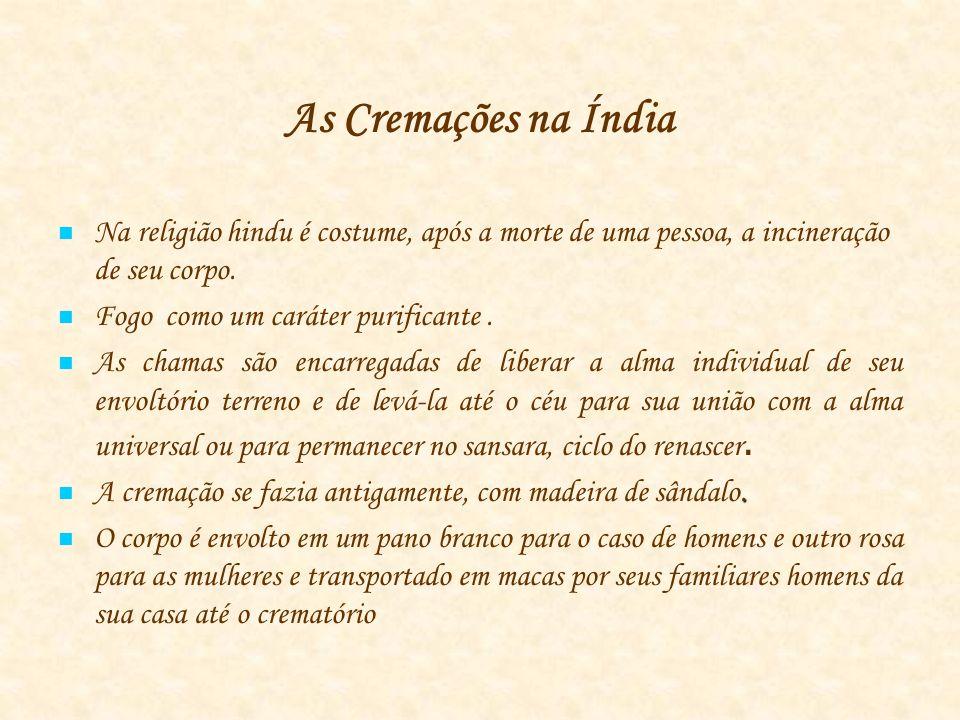 As Cremações na Índia Na religião hindu é costume, após a morte de uma pessoa, a incineração de seu corpo.