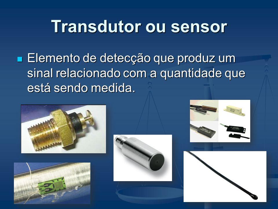 Transdutor ou sensor Elemento de detecção que produz um sinal relacionado com a quantidade que está sendo medida.