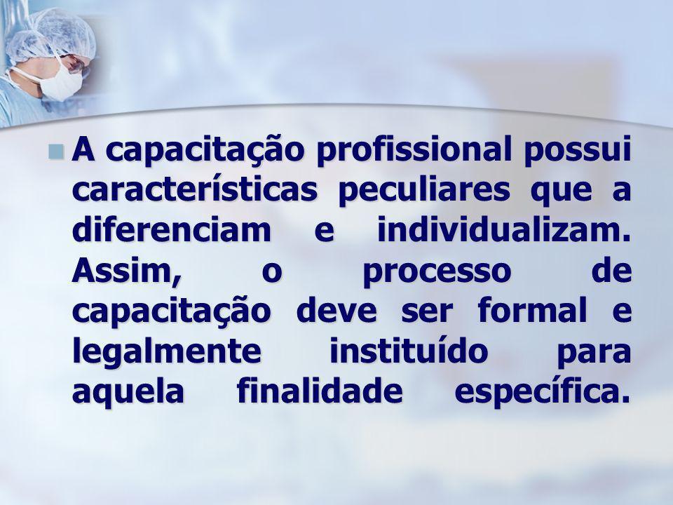 A capacitação profissional possui características peculiares que a diferenciam e individualizam.