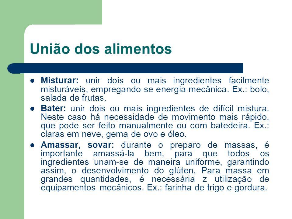 União dos alimentos Misturar: unir dois ou mais ingredientes facilmente misturáveis, empregando-se energia mecânica. Ex.: bolo, salada de frutas.