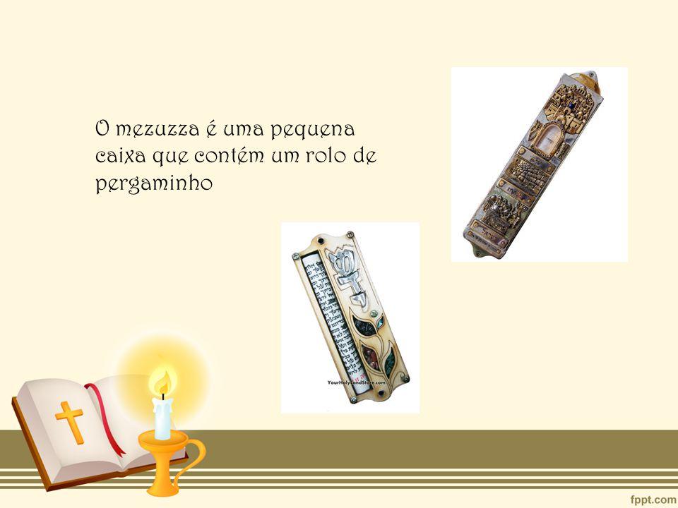 O mezuzza é uma pequena caixa que contém um rolo de pergaminho