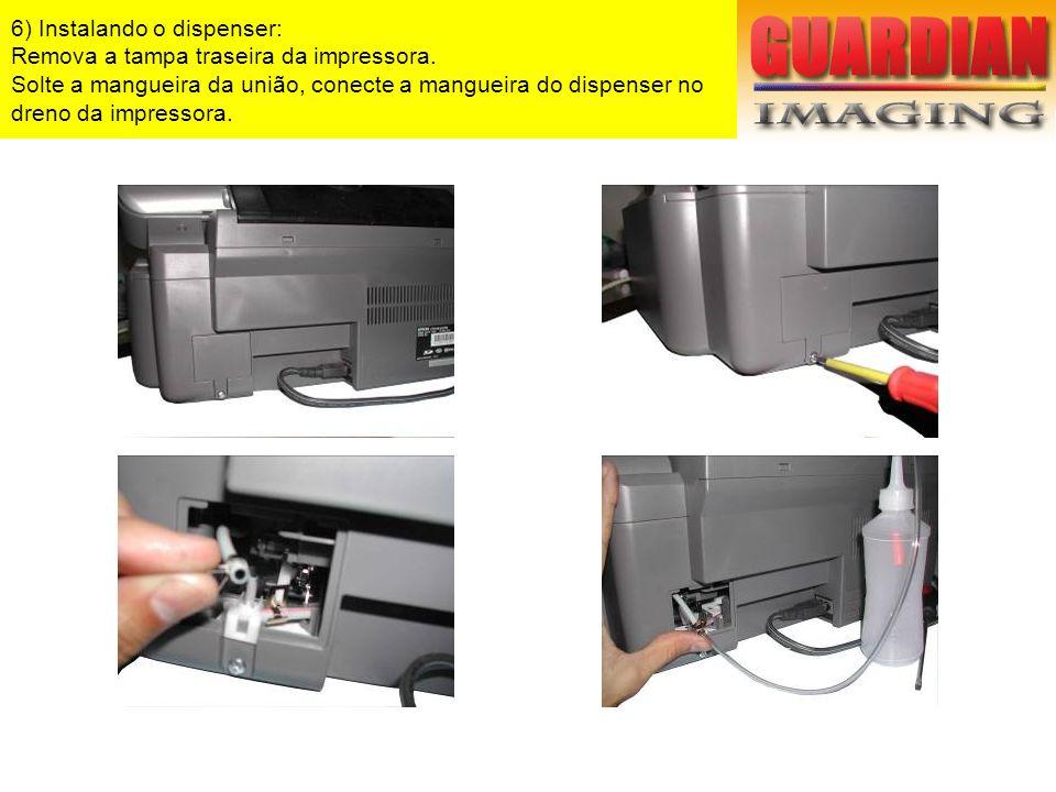 6) Instalando o dispenser: Remova a tampa traseira da impressora