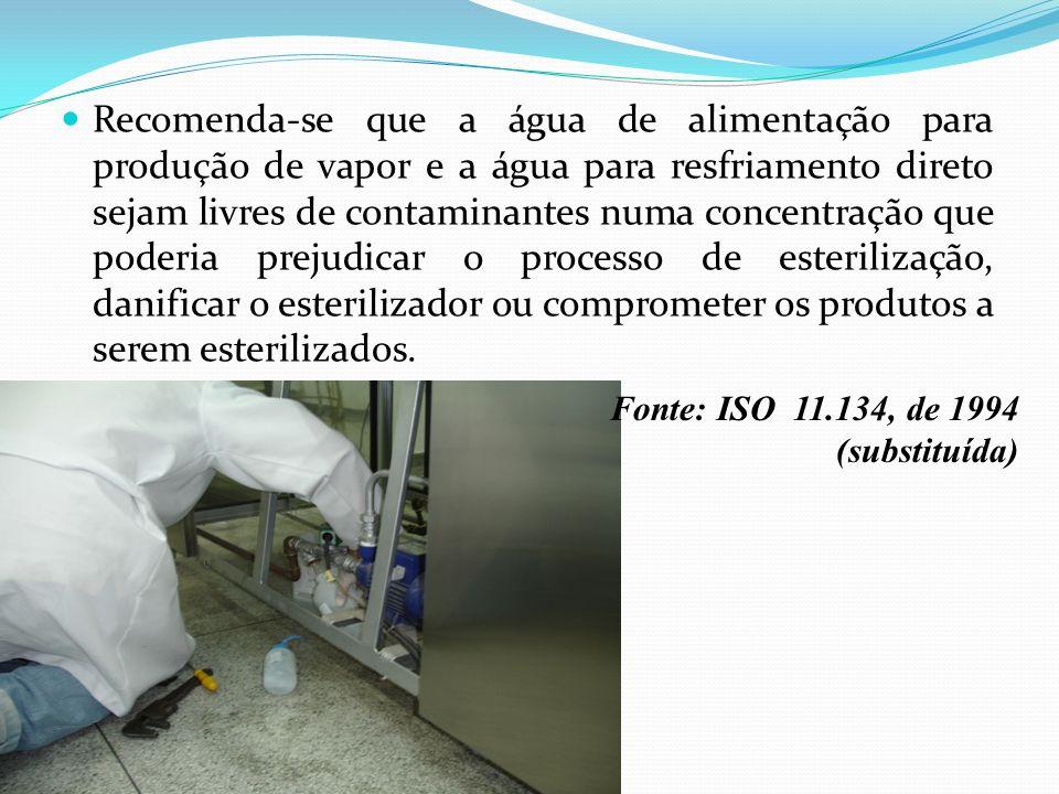 Recomenda-se que a água de alimentação para produção de vapor e a água para resfriamento direto sejam livres de contaminantes numa concentração que poderia prejudicar o processo de esterilização, danificar o esterilizador ou comprometer os produtos a serem esterilizados.