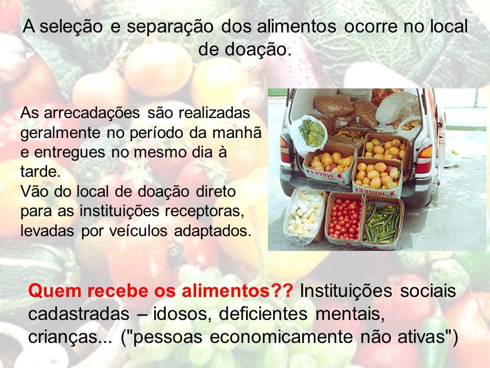 A seleção e separação dos alimentos ocorre no local de doação.