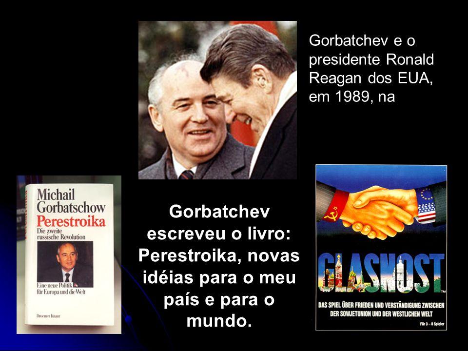 Gorbatchev e o presidente Ronald Reagan dos EUA, em 1989, na