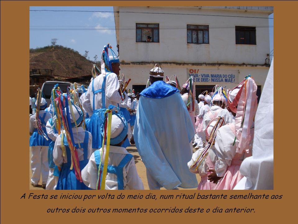 A Festa se iniciou por volta do meio dia, num ritual bastante semelhante aos outros dois outros momentos ocorridos deste o dia anterior.