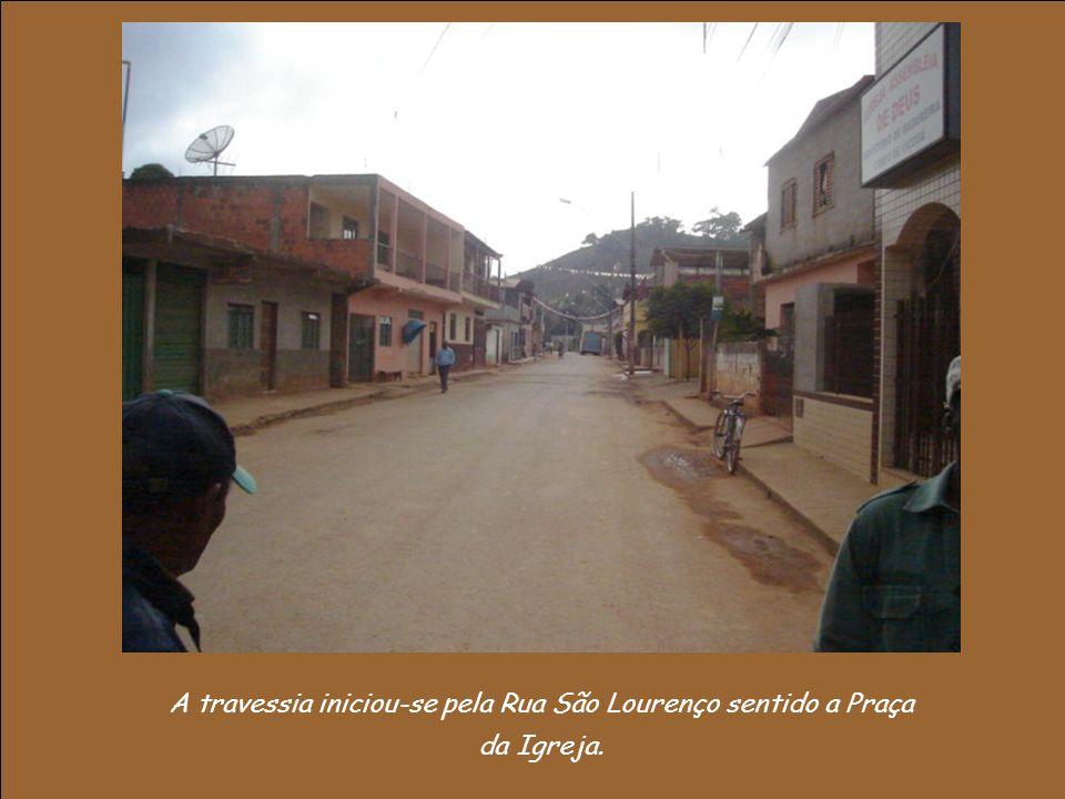 A travessia iniciou-se pela Rua São Lourenço sentido a Praça da Igreja.