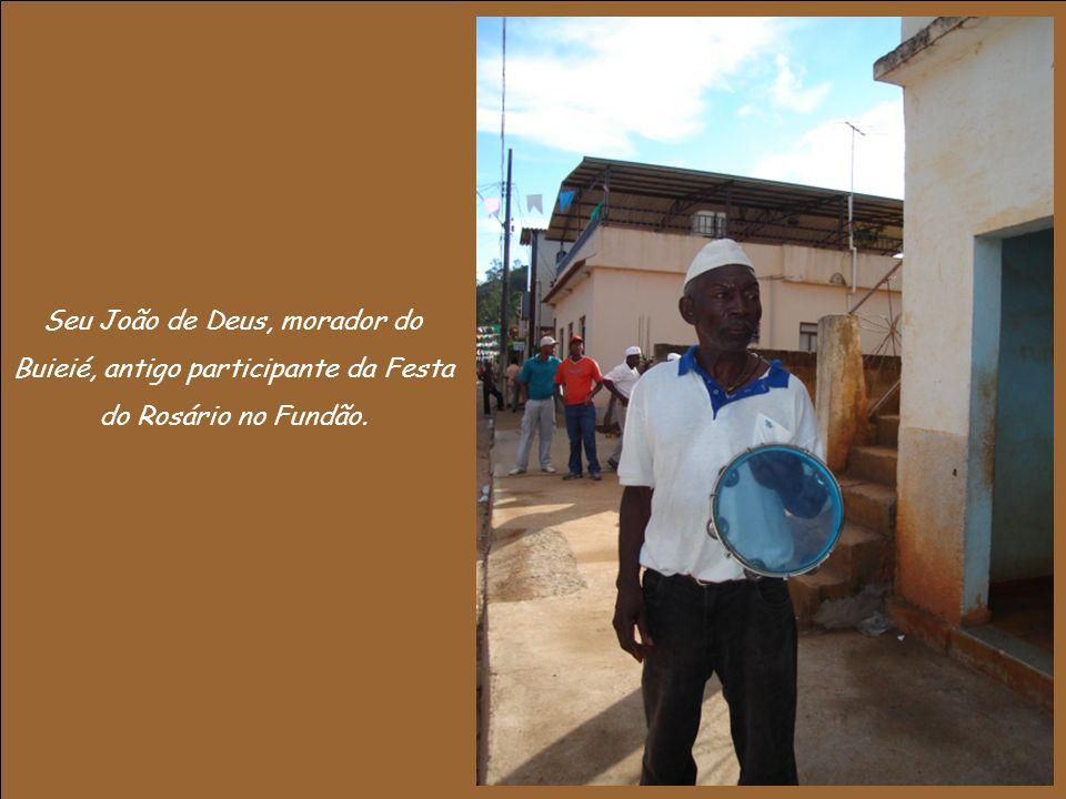Seu João de Deus, morador do Buieié, antigo participante da Festa do Rosário no Fundão.