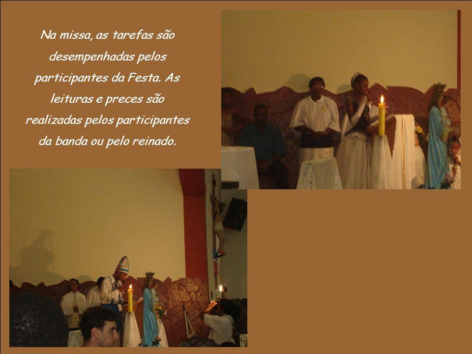 Na missa, as tarefas são desempenhadas pelos participantes da Festa