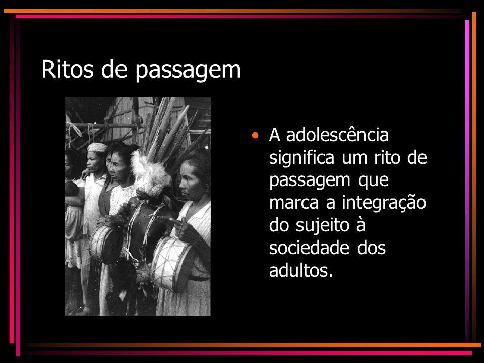 Ritos de passagem A adolescência significa um rito de passagem que marca a integração do sujeito à sociedade dos adultos.