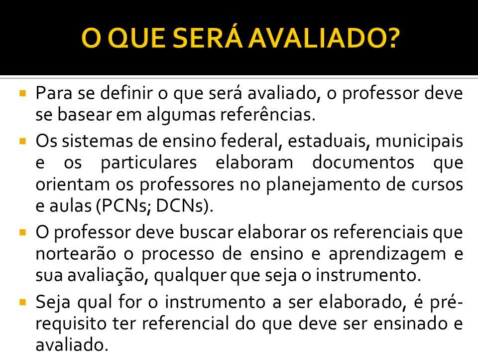 O QUE SERÁ AVALIADO Para se definir o que será avaliado, o professor deve se basear em algumas referências.