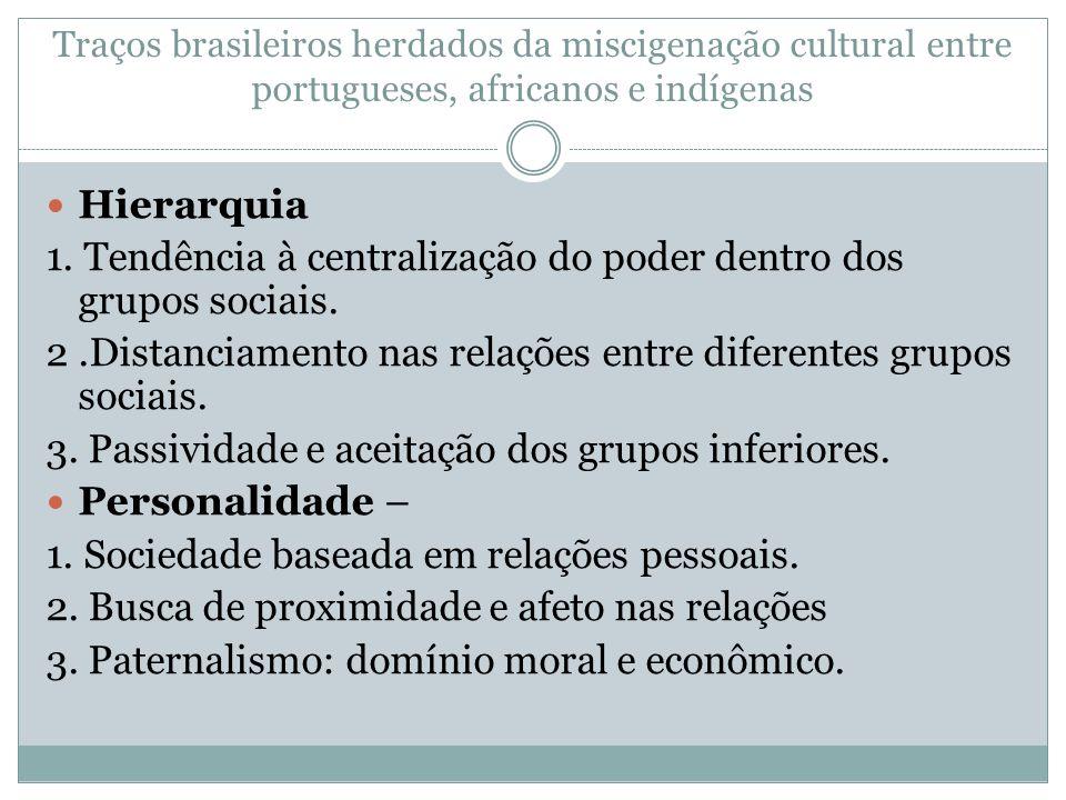 1. Tendência à centralização do poder dentro dos grupos sociais.