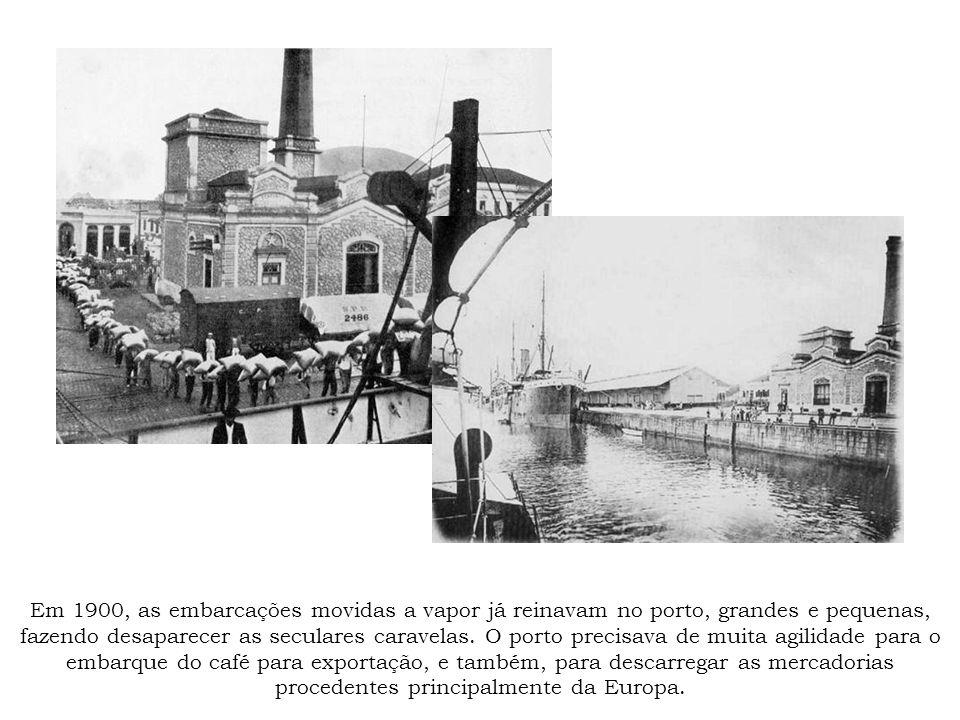 Em 1900, as embarcações movidas a vapor já reinavam no porto, grandes e pequenas, fazendo desaparecer as seculares caravelas.