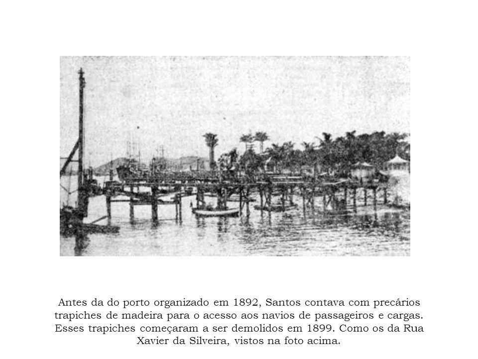 Antes da do porto organizado em 1892, Santos contava com precários trapiches de madeira para o acesso aos navios de passageiros e cargas.
