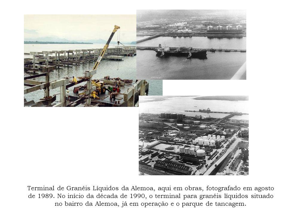 Terminal de Granéis Líquidos da Alemoa, aqui em obras, fotografado em agosto de 1989.