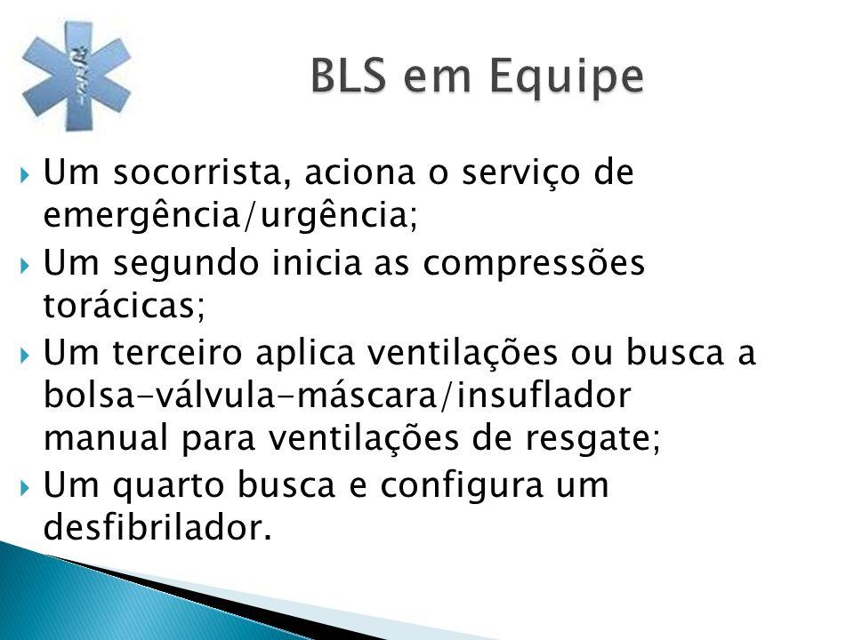 BLS em Equipe Um socorrista, aciona o serviço de emergência/urgência;