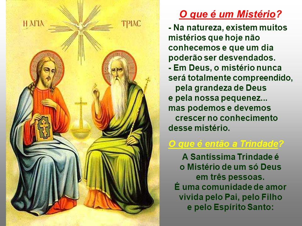 A Santíssima Trindade é o Mistério de um só Deus em três pessoas.