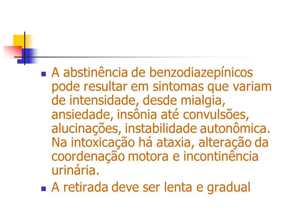 A abstinência de benzodiazepínicos pode resultar em sintomas que variam de intensidade, desde mialgia, ansiedade, insônia até convulsões, alucinações, instabilidade autonômica. Na intoxicação há ataxia, alteração da coordenação motora e incontinência urinária.