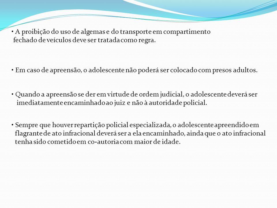 • A proibição do uso de algemas e do transporte em compartimento