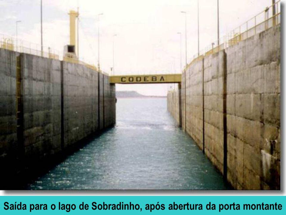 Saída para o lago de Sobradinho, após abertura da porta montante