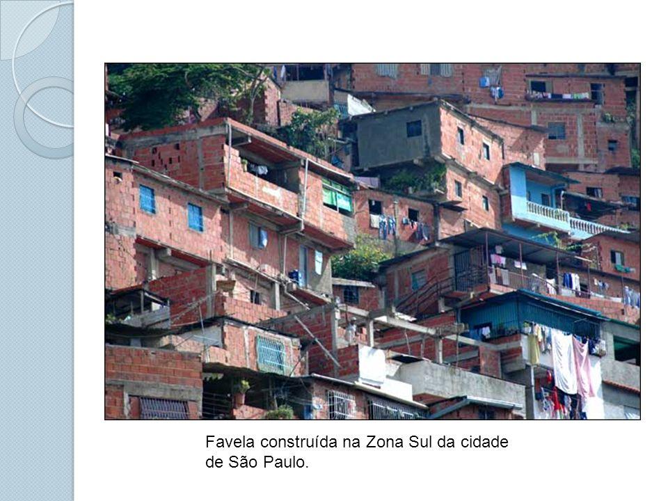 Favela construída na Zona Sul da cidade de São Paulo.