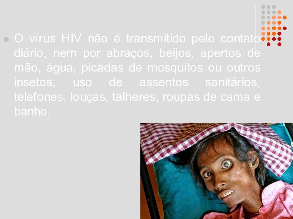 O vírus HIV não é transmitido pelo contato diário, nem por abraços, beijos, apertos de mão, água, picadas de mosquitos ou outros insetos, uso de assentos sanitários, telefones, louças, talheres, roupas de cama e banho.