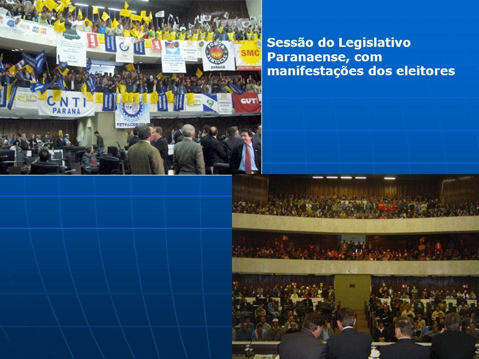 Sessão do Legislativo Paranaense, com manifestações dos eleitores