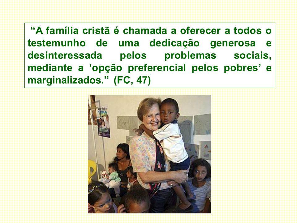 A família cristã é chamada a oferecer a todos o testemunho de uma dedicação generosa e desinteressada pelos problemas sociais, mediante a 'opção preferencial pelos pobres' e marginalizados. (FC, 47)
